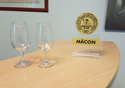 Les macarons du concours des grands vins de france de m con - Couper du plexiglas ...